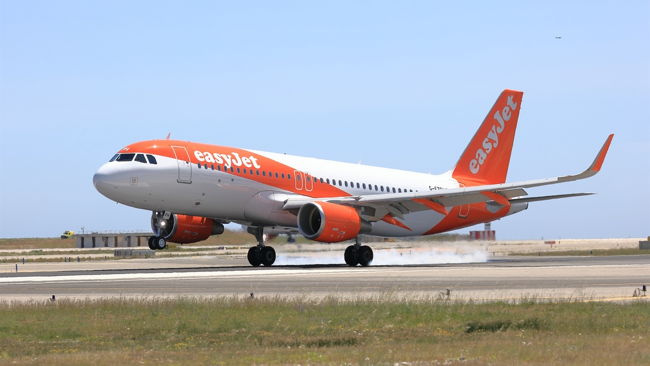 You are currently viewing easyjet reaches out to students to consider a career as a pilot