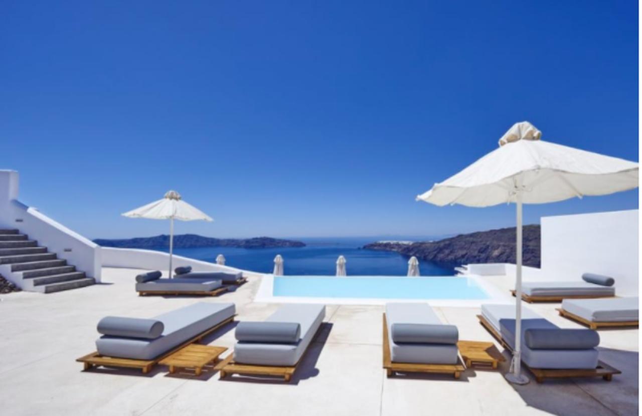 Santorini 5 nights incl. flight from £304 per person