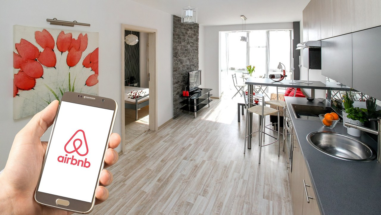 You are currently viewing Airbnb hosts still ignoring travel ban to let out holiday homes