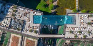 """Would you swim in a """"floating pool"""" suspended between two skyscrapers?"""