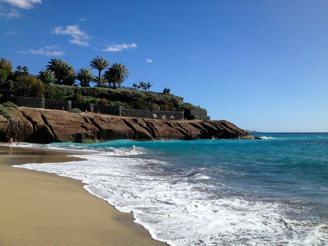 Canary Islands plans to impose curfew on the droves of holidaymakers