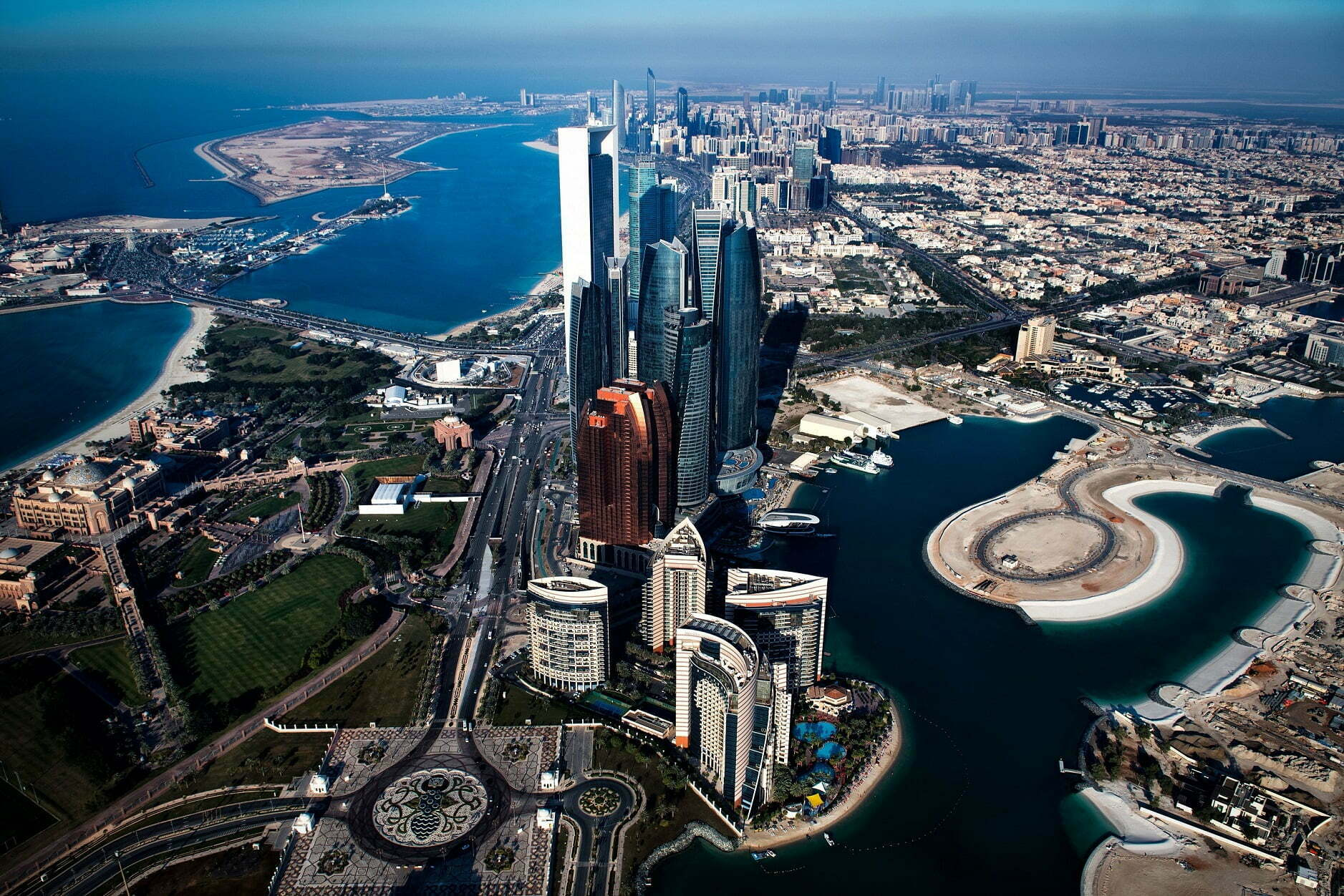 Abu Dhabi opens to vaccinated travellers