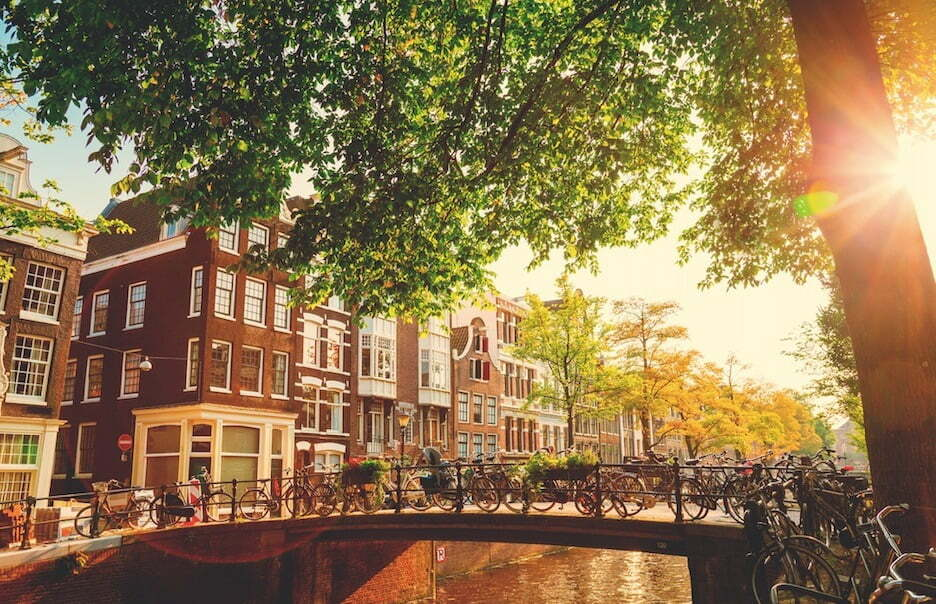 Netherlands Adds Restrictions For Vaccinated Americans, Bans Unvaccinated